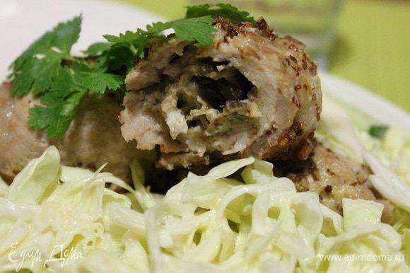 Подаем горячими с овощным салатом. Приятного аппетита!)