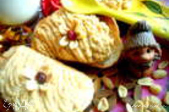 Но если нет готовой,можно самим приготовить за 5 минут арахисовую пасту: http://www.edimdoma.ru/retsepty/52971-arahisovaya-pasta-na-radost-postyaschimsya-no-ugoschayu-vseh