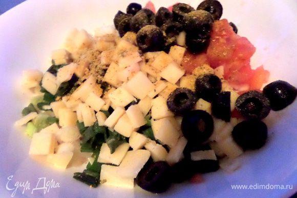 Добавим овощную приправу с солью. В мою приправу входят: чеснок,петрушка,горчица,сладкая паприка,морковь,куркума,базилик,лук,соль.
