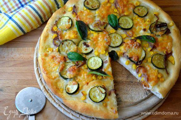 Эта пицца получается...просто по-летнему легкой! Попробуйте и Вы...
