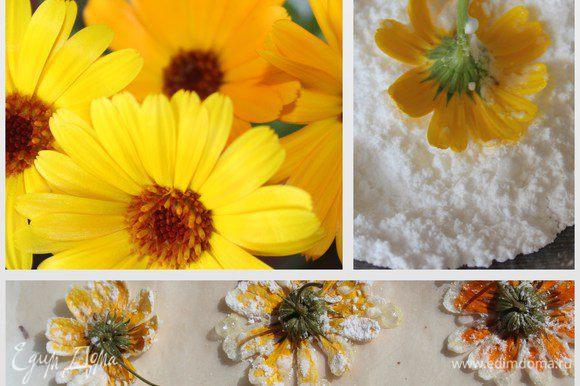 Кого заинтересует, расскажу как делала цветочки для украшения. Сорванную календулу на ножках заранее промыла, поставила в воду и оставила обсыхать. Когда взбивала белки отложила 1 столовую ложку. Затем окунала цветочки во взбитые белки и обсыпала их сахарной пудрой. Лишнее стряхнула. Выложила цветочки на пергамент и минут за 5 до окончания выпекания пирога поместила цветочки в духовку. Оставила их там до полного охлаждения духовки. Цветочки хорошо схватились и не подгорели. Украсила ими готовый пирог!!!