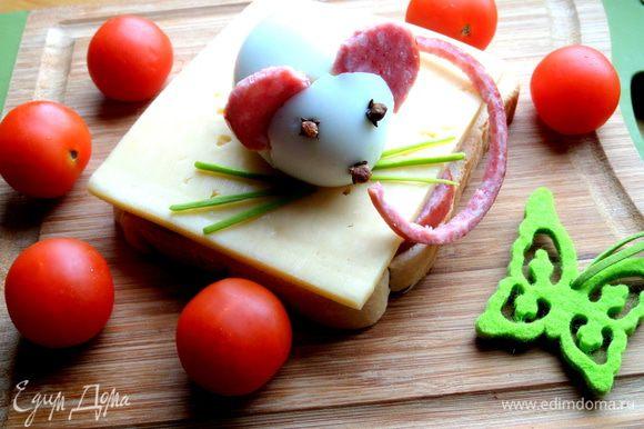 """Если поставить бутерброд (без """"мышки""""!) в микроволновку,то можно подать в горячем виде))) Приятного аппетита Вашим деткам!!!!!"""