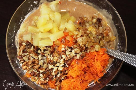 Добавляем кокосовую стружку, морковь, орехи, изюм и сцеженный, порезанный на кусочки ананас (у меня уже был кусочками).