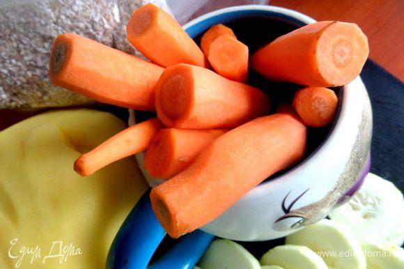 Морковь я почти во все супы кладу,...2 тонкие или одну толстую.