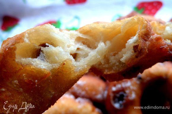 Пончики классно отламывать))),они все в дырках и оооочень мягкие)))