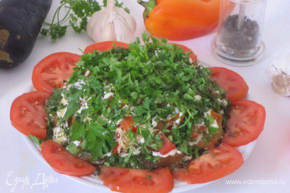 Поставить в холодильник на 2-3 часа, чтобы салат пропитался.