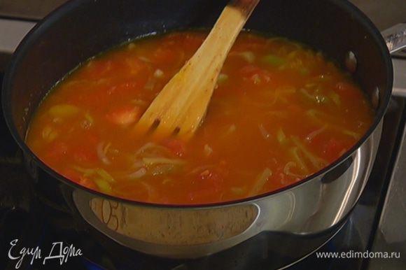 Всыпать чечевицу, залить все горячим бульоном и варить суп до готовности чечевицы (если нужно, доливать бульон по мере выкипания).