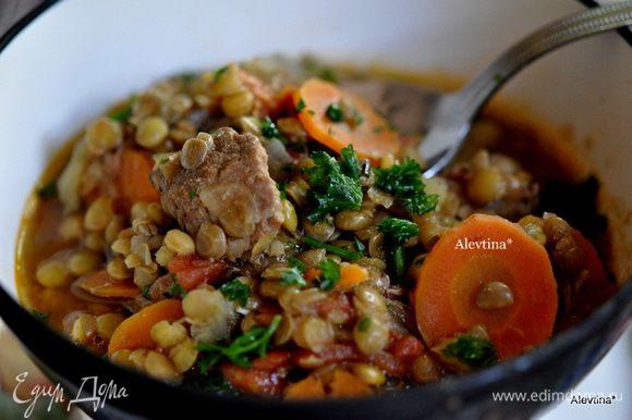 Добавить в суп и варить 40 мин. Готовый суп раскладываем по тарелкам, солим и перчим по вкусу, сверху петрушку. Приятного аппетита.