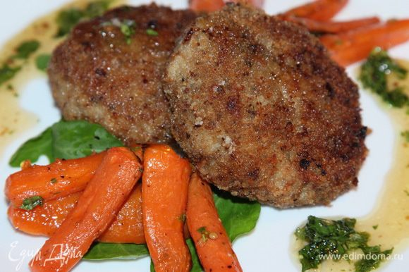 Дополняем котлетки гарниром, накрываем на стол и - СМАЧНОГО! На гарнир я приготовила морковь по рецепту Олечки (Мурзик) http://www.edimdoma.ru/retsepty/69751-garnir-iz-pryanoy-morkovi Получилось очень вкусно! Рекомендую всем девочкам: полезно и неожиданно вкусняцко!