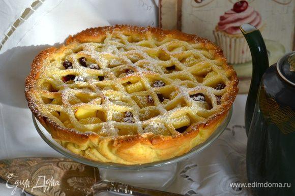 Готовый пирог остудить. Извлечь из формы... Можно слегка присыпать сахарной пудроы... И НАСЛАЖДАТЬСЯ!!! ))))