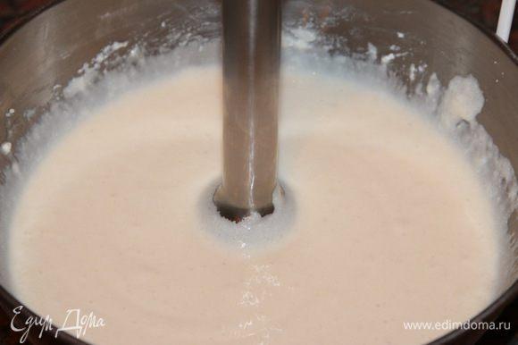 Пробиваем погружным блендером до состояния идеального крема.