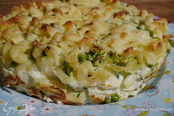 Посыпать оставшимся сыром и запекать в разогретой духовке 20 минут.