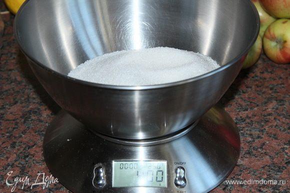 Если вы хотите получить более сладкий уксус - увеличьте к-во сахара. Я не хочу сладости в уксусе, поэтому на 5 кг яблок я взяла всего 400 грамм сахара.