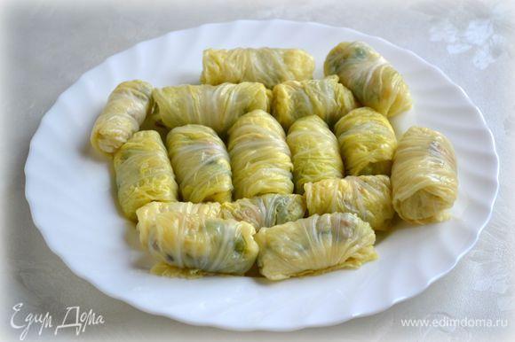 Завернуть в листы пекинской капусты начинку.