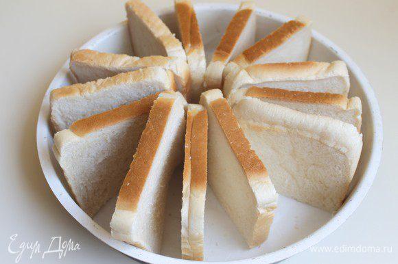 Нам нужен батон. Но у меня его не оказалось. Я взяла просто тостовый хлеб. И слегка его обрезала по форме.