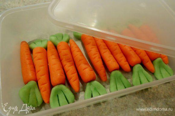 Можно сложить морковки в герметичный контейнер до нужного момента. Надеюсь, что теперь удовлетворила всех недоверчивых.