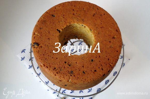 Готовность кекса проверить сухой шпажкой. Вынуть из формы и остудить на решетке.