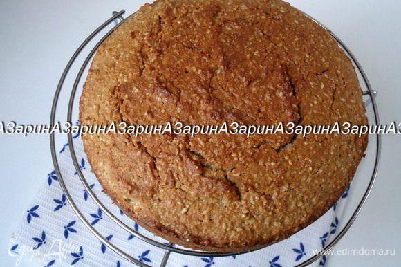 Готовность пирога проверить шпажкой. Вынуть из формы и остудить на решетке.