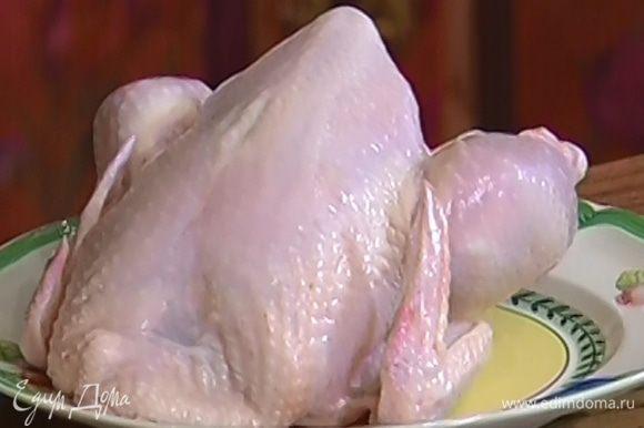 Половинку тушки цыпленка предварительно отварить и остудить.