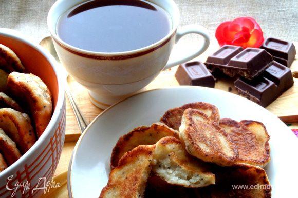 Подаём кофе к оладушкам, пока они не остыли!