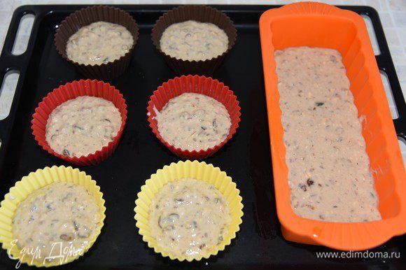 Вылить тесто в форму на 2/3 объема. Выпекать 25-40 минут до пробы на сухую лучинку. Ориентируйтесь на свою духовку и величину формы. Мне понадобилось 40 минут.