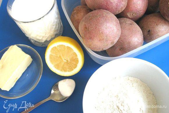 Приготовить все необходимое. Приготовить пахту. Выжать лимонный сок в молоко, перемешать, оставить на 5-7 минут пока не загустеет. После этого можно использовать.