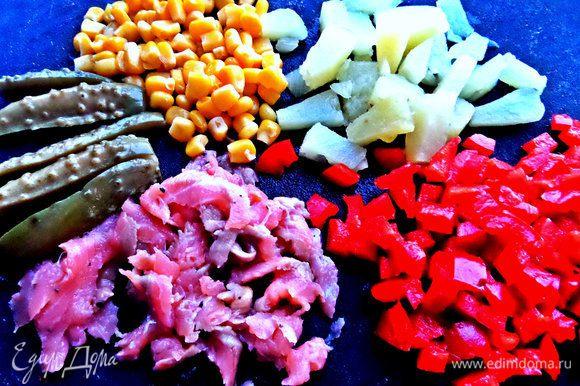 Готовим начинку: овощи порубить на удобные кусочки. Рис отварить заранее.