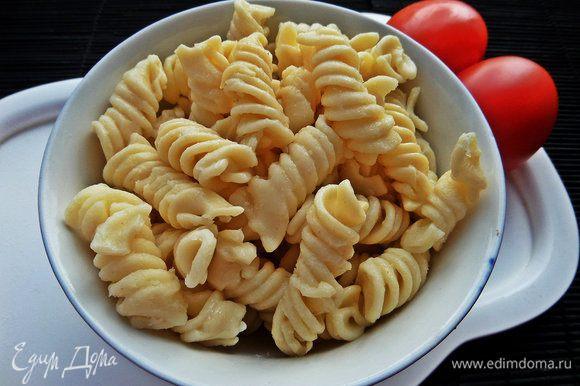 Берём небольшую порцию макарон, оставшихся от ужина.