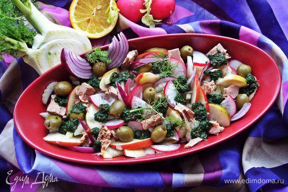 Подаём рыбный салатик с хрустящими овощами и в будни и в праздничные дни!