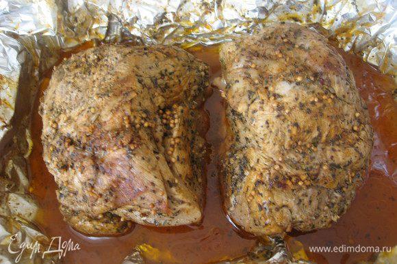 Утром образовавшийся мясной сок слить, мясо переложить в подходящую ёмкость и отправить в холодильник или кушать сразу.