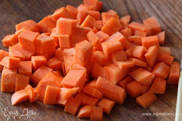 Тоже самое проделываем с морковью. У меня она была достаточно крупной.