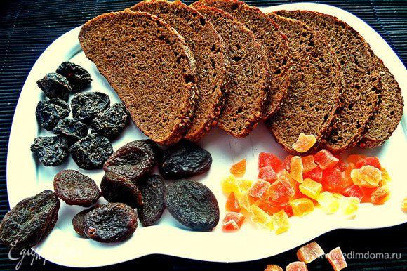 """Хлеб любой не подойдёт, только не """"кирпичик"""", не поймёте вкус и разочаруетесь. Нужен ароматный чисто ржаной хлеб, как, например, """"рижский"""". Или девочки пекут сейчас сами - тоже хорошо! Нужно подсушить ломтики в духовке или поджарить крошку на сухой сковороде для усиления аромата. Я обычно заранее заготавливаю кусочки и жду момента, когда захочется супчика:) Сухари можно хранить долго."""