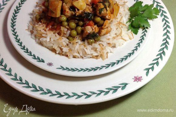 Накрыть крышкой и дать настояться еще минут 5. Блюдо готово. Можно сервировать, выкладывая безелье сверху на любой гарнир. Но самое удачное сочетание - с рассыпчатым рисом. Приятного аппетита!