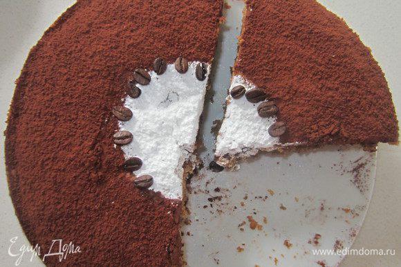 Пирог остудить и посыпать сверху сахарной пудрой и какао.