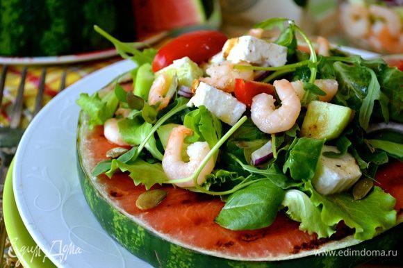 Подавайте сразу же на стол! Приятного вам аппетита и яркого лета!