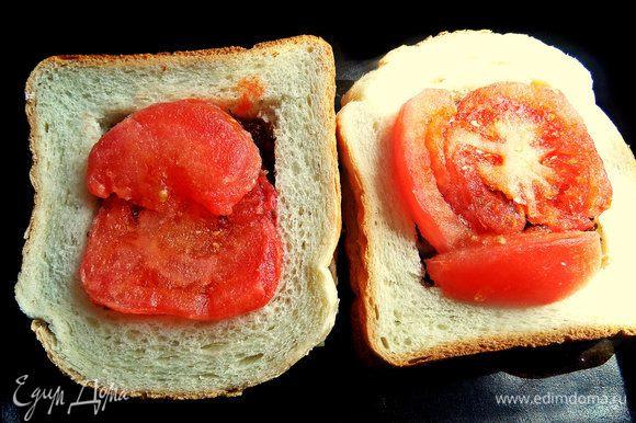Перенести бутерброды в смазанную форму.