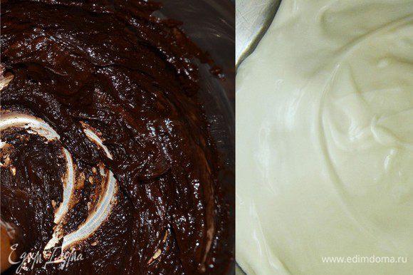 Берем две кастрюльки и в одной растапливаем на водяной бане темный шоколад, а в другой белый шоколад. Растопленный шоколад остужаем. Рикотту разделяем на 2 части. К одной части мы добавляем темный шоколад. К другой белый шоколад и ром.