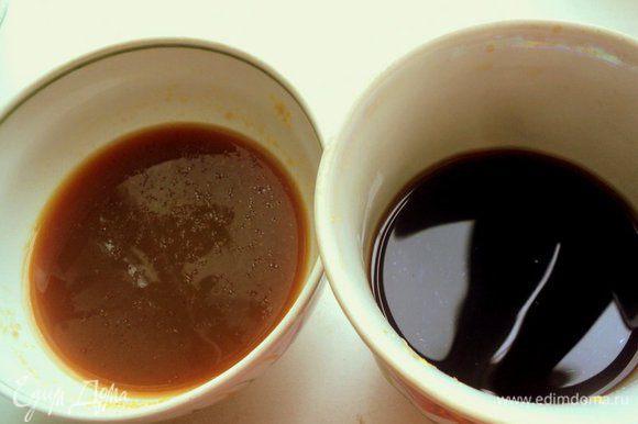 В половину чая добавить сахар, размешать до его растворения. Вторую половину чая охладить и добавить желатин, дать ему набухнуть и распустить на водяной бане.