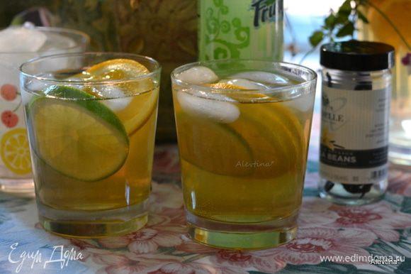 Перемешать содержимое в кувшине. Подаем с добавлением или ароматизированной минеральной воды. Рецепт из ванильного сайта.