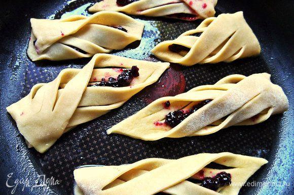 Для разнообразия сделаем печенье со второй начинкой, у меня тёртая смородина.