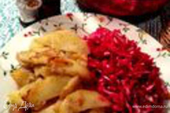Теперь напомню мои свекольные салатики: http://www.edimdoma.ru/retsepty/47523-svekolnyy-salat-smert-vampiram-dlya-halloween