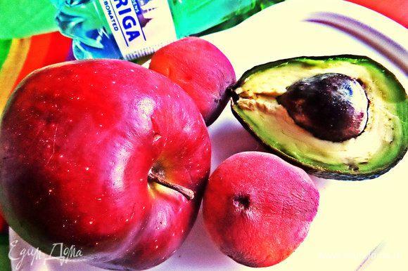 Яблоко сочное, большое. Если маленькое, то можно брать целое на порцию.