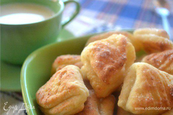 Запах стоит волшебный! Печенькам конечно надо остыть после печи. Но это очень трудно, ведь они такие аппетитные!
