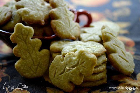 После духовки дать остыть печенькам на решетке. Готовые печенья можно хранить до 2-х недель в контейнере.