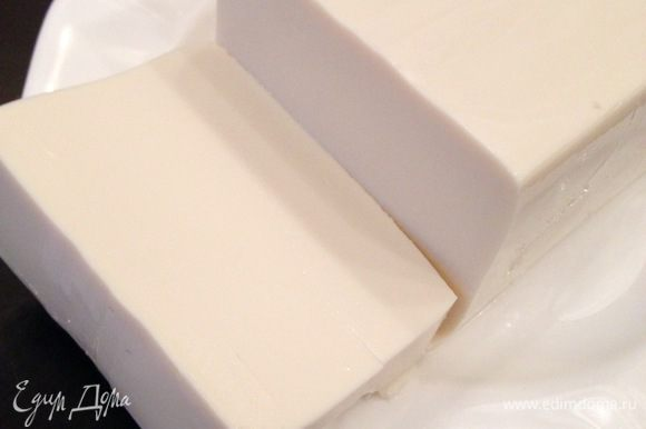 Не полезный майонез заменяем на взбитый шелковый тофу (важно брать именно такой тофу, т.к. он при взбивании приобретает шелковистую кремообразную структуру).