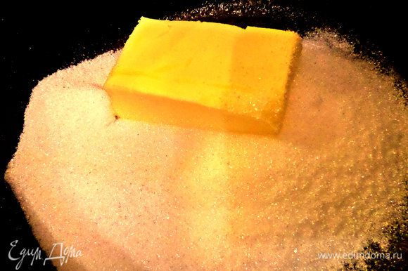 Мягкое масло смешать с мелким сахаром и ванилью.
