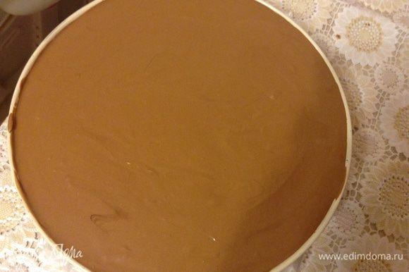 Верхний слой обильно покрыть муссом, поставить на 3 часа в морозилку, лучше на ночь.