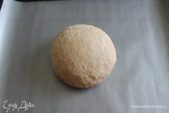 Обмять тесто, снова сформировать буханку и оставить на расстойку на 40-50 минут.