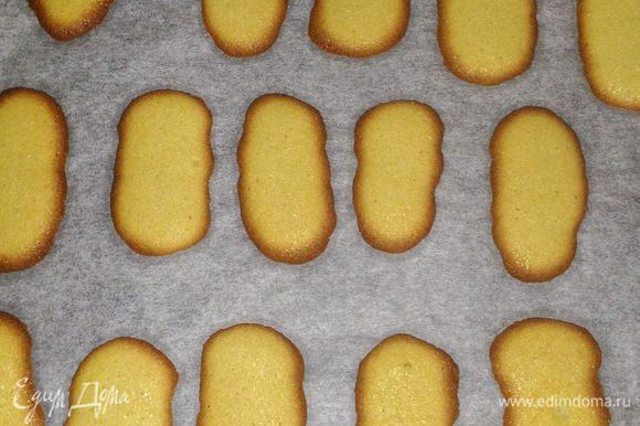 Выпекать 10-12 минут по рецепту. У меня получилось 8-9 минут. Всё зависит от духовки и размера печенья. Так что не оставляйте духовку без присмотра. Главный ориентир, когда вокруг печенья образуется золотистая корочка- ореол.