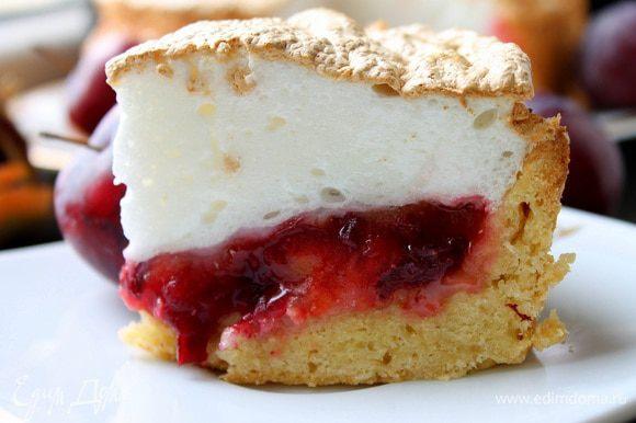 Готовый пирог остудить минут 20, а потом достать из формы и можно подавать. Приятного чаепития!
